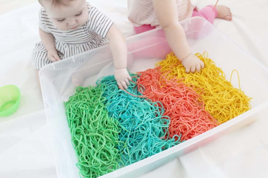 How to dye spaghetti for sensory activity