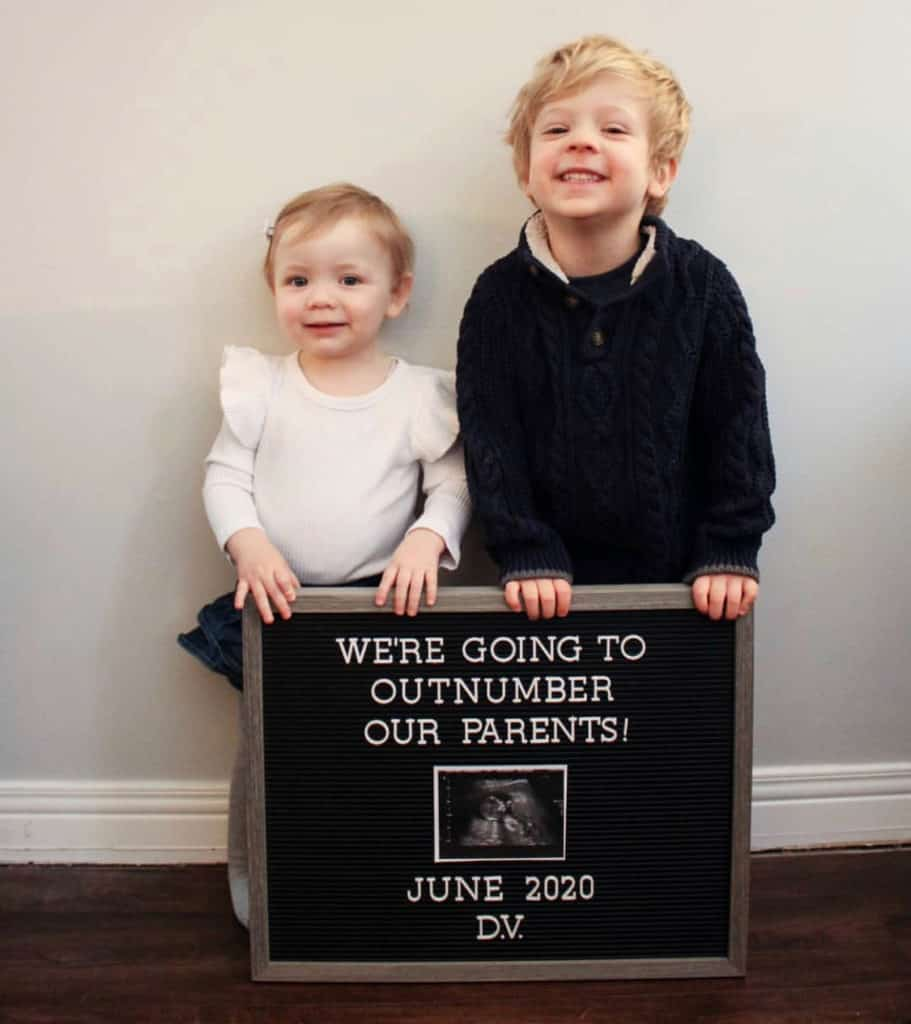 21 Unique and Creative ways to Announce your Pregnancy! Out of the box Pregnancy announcement ideas.