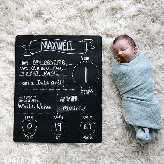 22 of the cutest and most creative baby milestone photos! So many ideas on how to capture your baby each month!